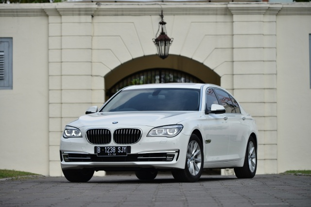 BMW 7 front