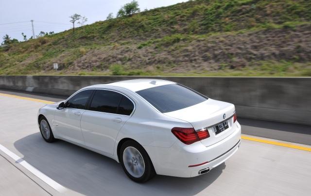 BMW 7 series back
