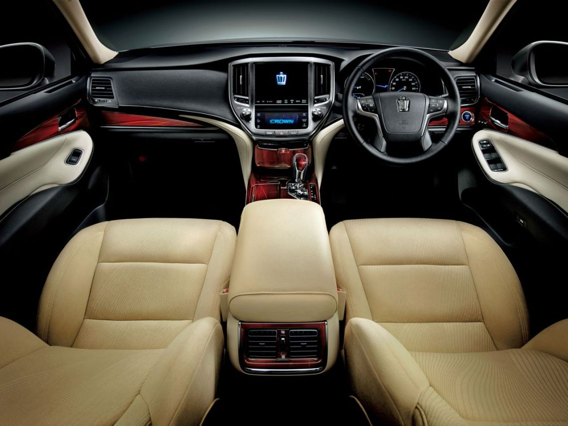 Toyota-Crown-2012-11