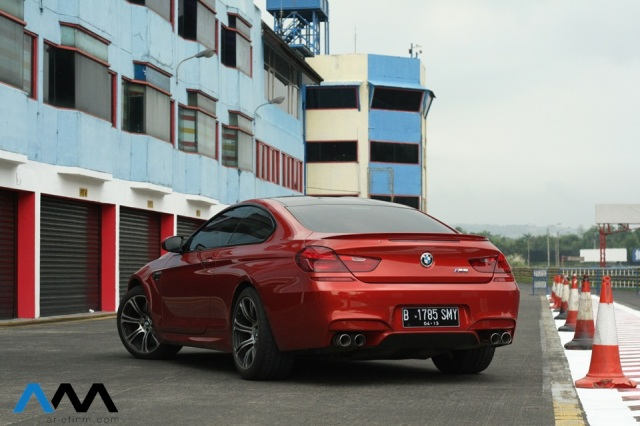 BMW M6 back