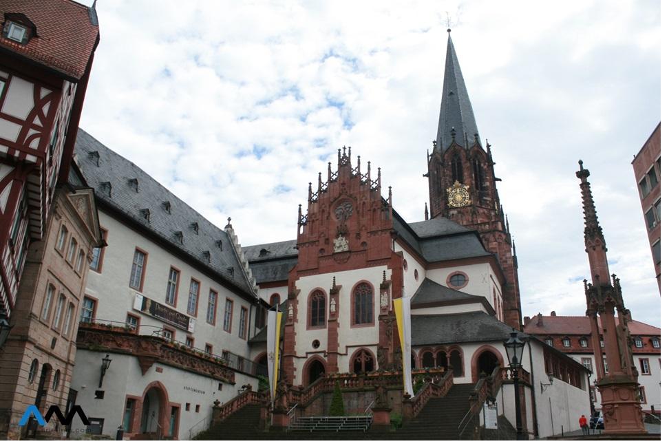 Aschaffenburg__Old_Church
